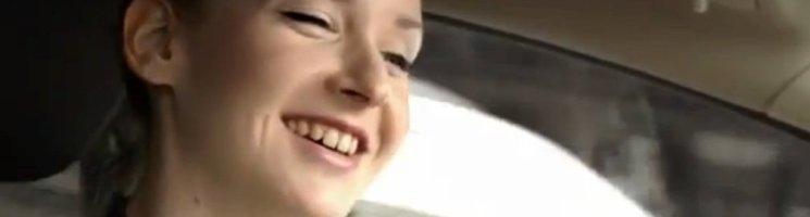 Leslie Clio ist 24 Stunden im Ford Fiesta unterwegs – Advertorial