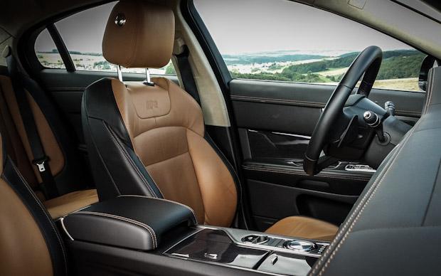 Jaguar XF-R Innenraum / Sitze