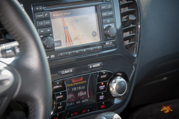 Nissan Juke TEKNA DIG-T 4x4 Innenraum
