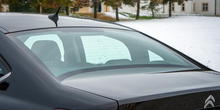 Schönes Detail: geschwungene Heckscheibe am Citroën C5