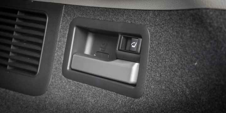 Praktisch: Rückbank umklappen und aufrichten per Knopfdruck