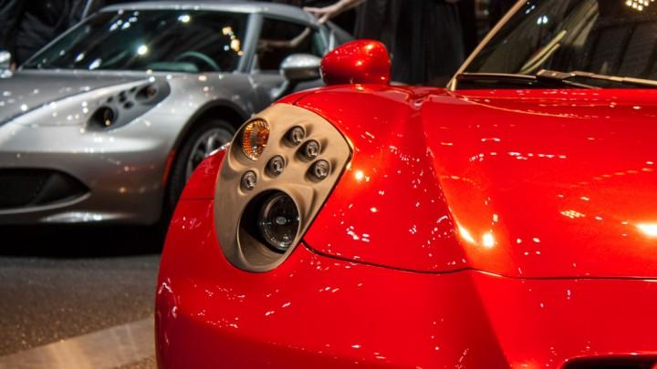 Alfa Romeo 4C in Genf Frontansicht / Scheinwefer