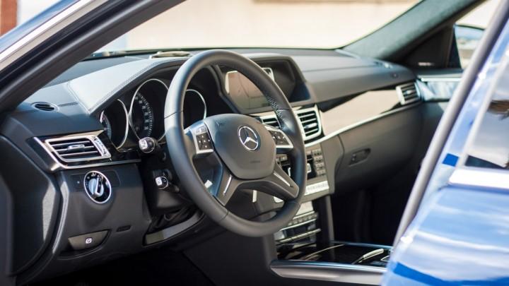 Mercedes-Benz E-Klasse E 400 T-Modell Cockpit / Innenraum