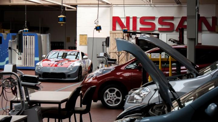 "Nissan Teambriefing ""Rollende Sprecherkabine"""