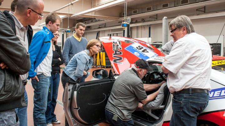 """Anschnalltraining - Nissan Teambriefing """"Rollende Sprecherkabine"""""""