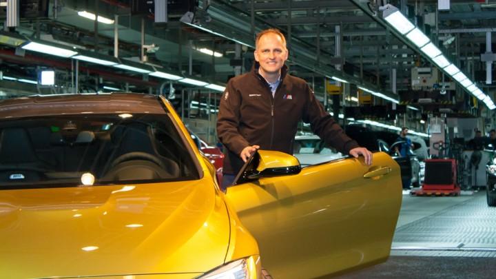 """BMW M4 Projektleiter Michael Wimbeck vor """"seinem Baby"""""""