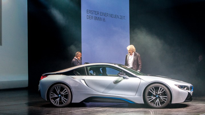 BMW i8 - erste Kundenauslieferungen in der BMW Welt