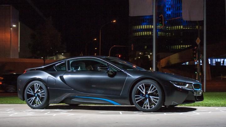 BMW i8 - erste Auslieferungen an Kunden in der BMW Welt