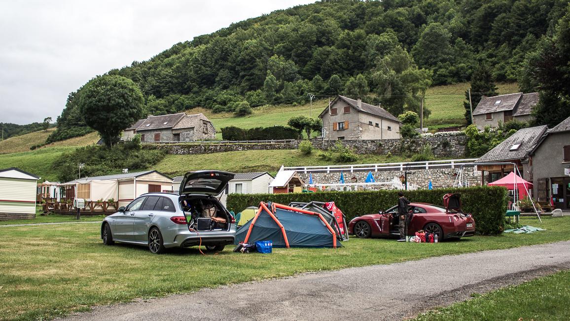 #thepluses3 - Mercedes C450 AMG und Nissan GT-R am Campingplatz in den Pyrenäen