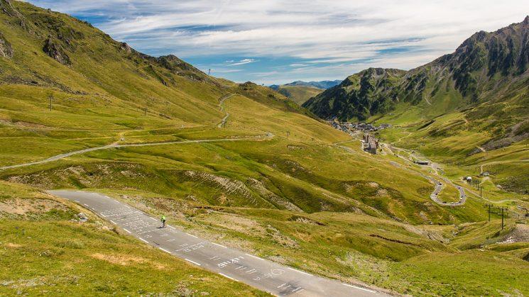 #thepluses3 - Touri-Verkehr am Col du Tourmalet in den Pyrenäen