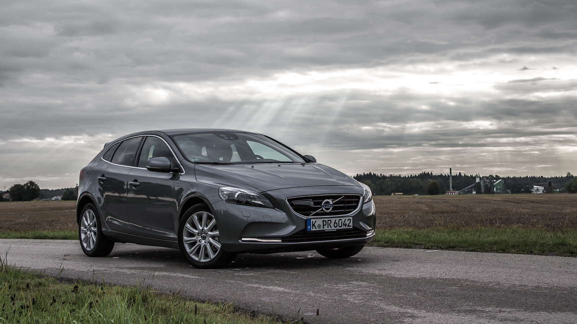 swedish metal volvo v40 d3 summum 2016 im fahrbericht passion driving. Black Bedroom Furniture Sets. Home Design Ideas