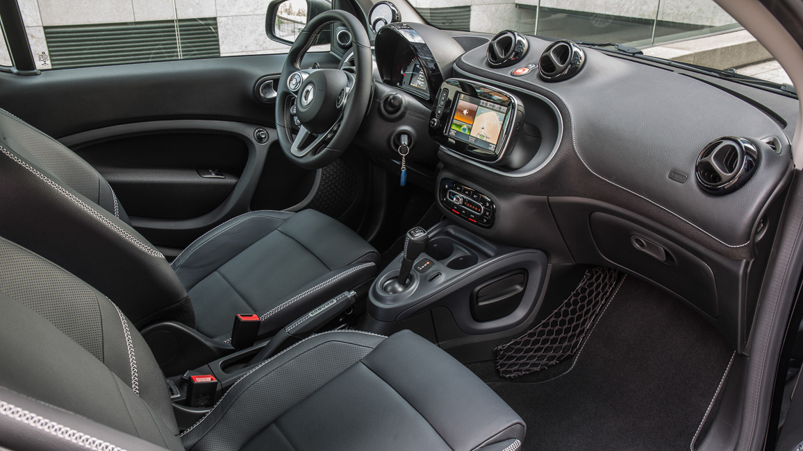 Testosteron kompakt smart brabus fortwo 453 im ersten for Smart interieur