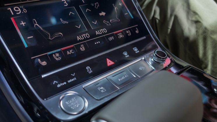 Audi AI Knopf im A8