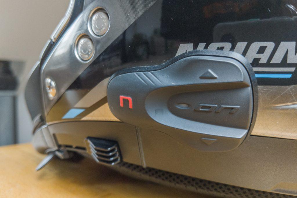 Beim N-Com bietet die Bedieneinheit mit drei Köpfen mehr Funktionalität