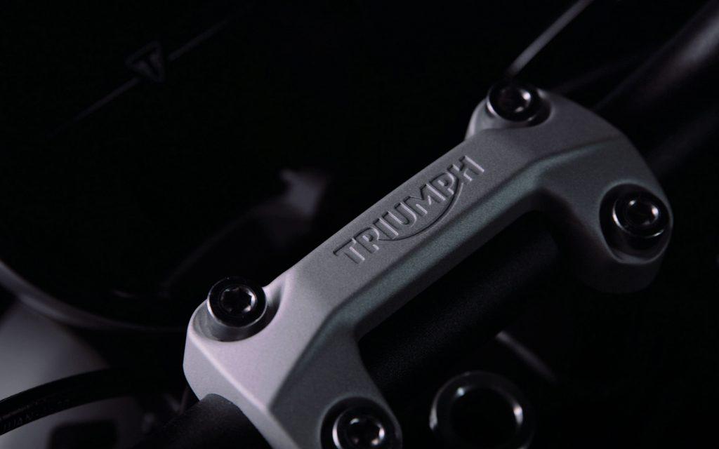 Trident Lenkerklemmung mit Triumph-Logo