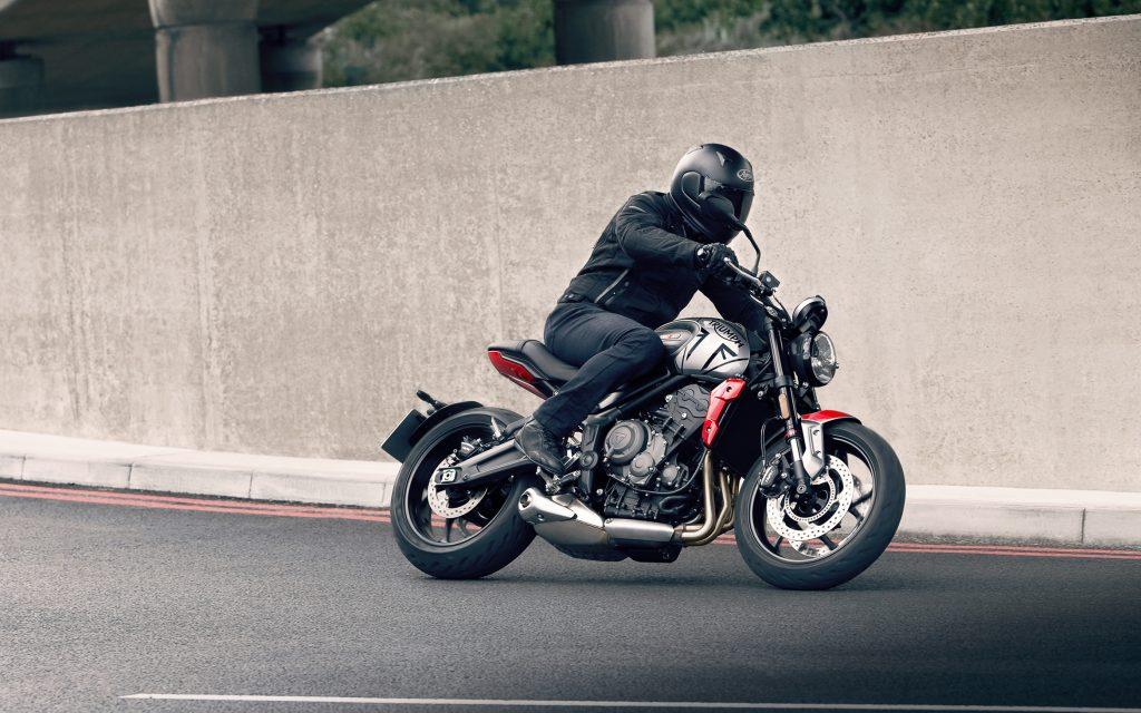 """Triumph Trident 660 in """"Silver Ice & Diablo Red"""""""