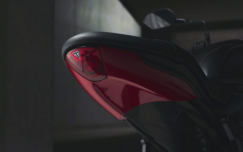 Triumph Trident LED-Rücklicht und Heckunterseite