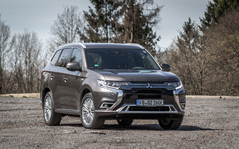 """Mitsubishi Outlander Plugin-Hybrid """"TOP"""" in Platinum-Grau-Metallic"""