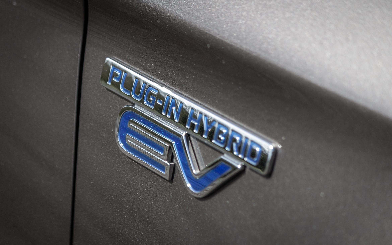 "Mitsubishi Outlander Plugin-Hybrid ""TOP"""